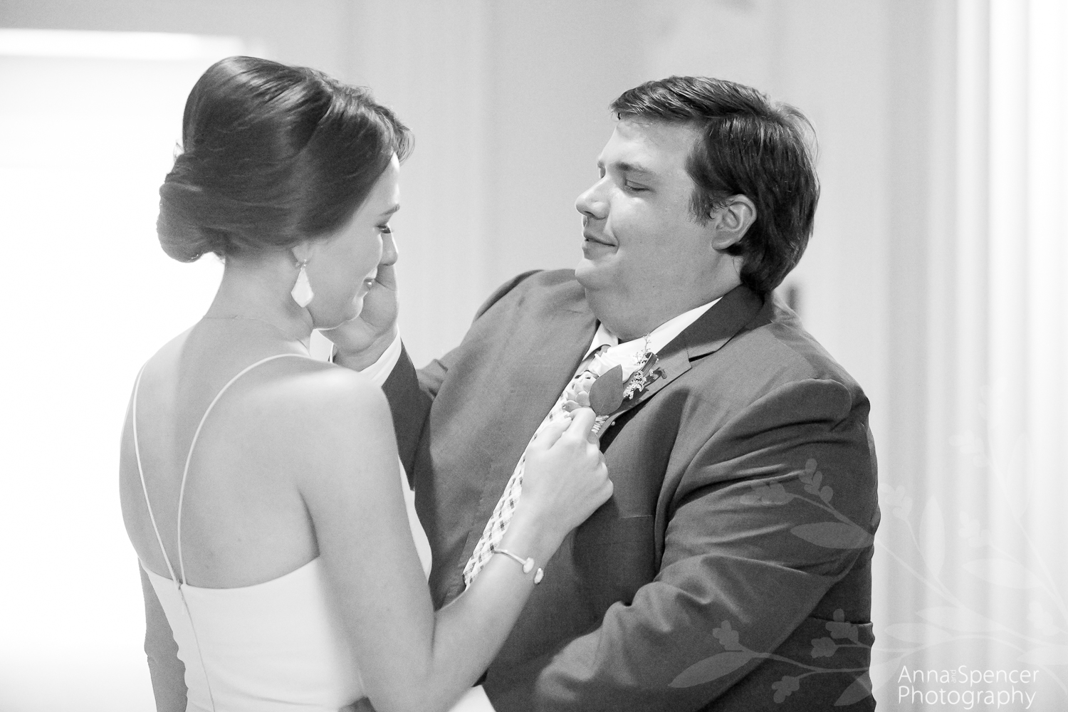 The grooms first look with his sister
